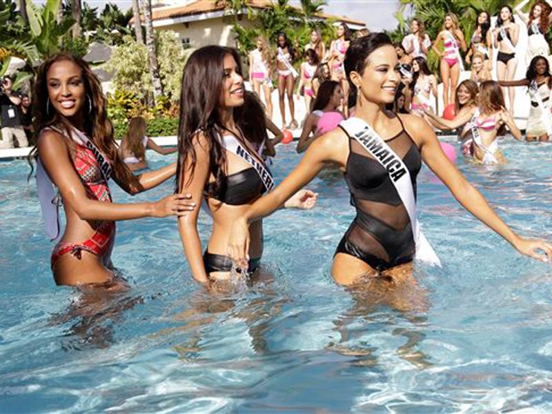 Aspirantes a Miss Universo desfilan en traje de baño ...