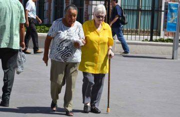 Adultos mayores; mujeres