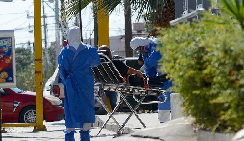 personal de salud transporta a contagiado de Covid-19