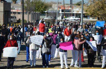 Protesta de personal de Ichisal por falta de pago