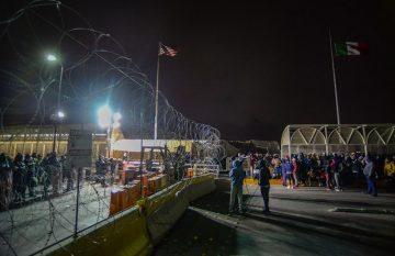 Cubanos en el puente Santa Fe