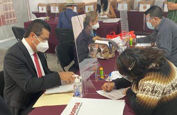 Armando Cabada se registra como candidato a una diputación federal plurinominal