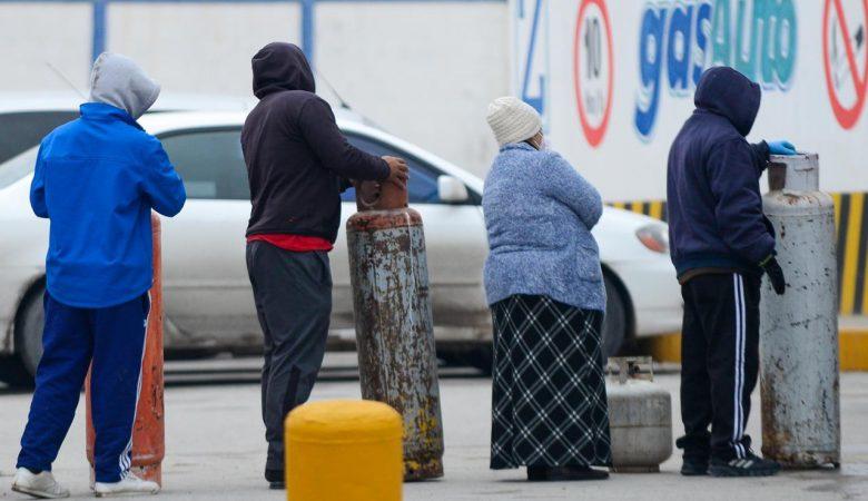 Filas en busca de gas en Anapra