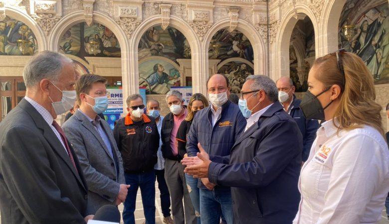 Protesta de la Sección 42 en Palacio de Gobierno por la crisis de Pensiones Civiles