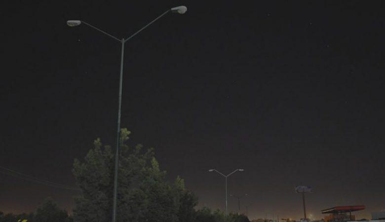 Como último acto antes de separarse del caro, Armando Cabada regaló 15 mil lámparas a otros municipios