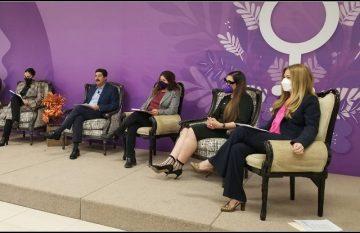 Javier Corral en el conversatorio de derechos humanos de las mujeres