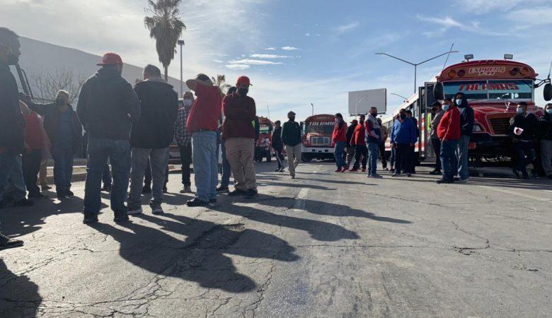 Transportistas protestaron ayer porque supuestamente la empresa Colectivos de Juárez realmente proviene de Monterrey