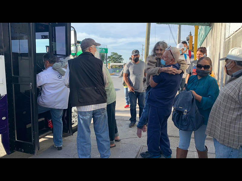 Transporte de adultos mayores para recibir la vacuna Covid
