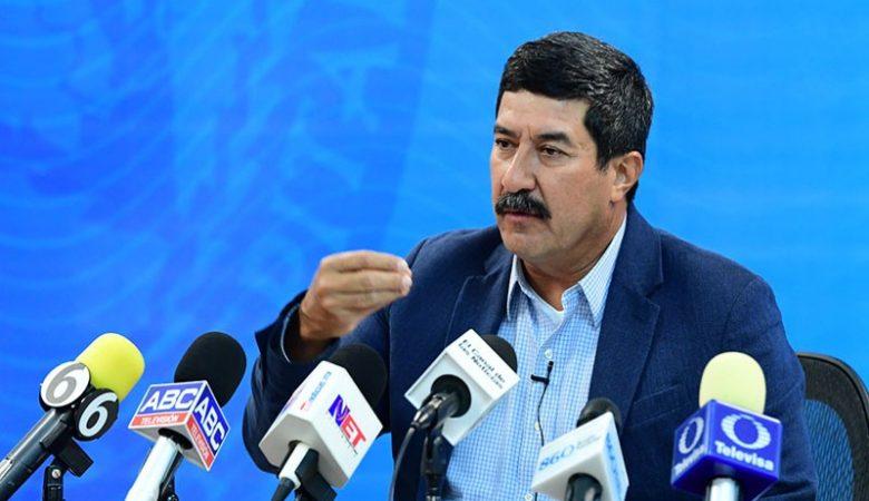 Javier Corral y Maru Campos están en una guerra de declaraciones
