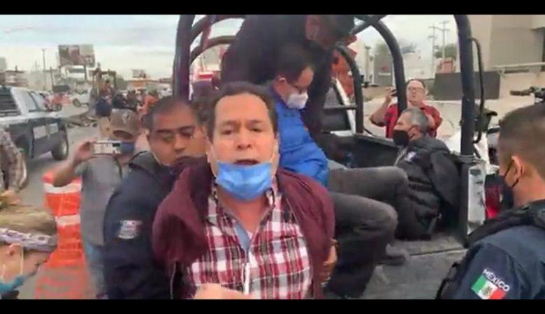 Manifestantes en contra de las obras del BRT en la Gómez son esposados