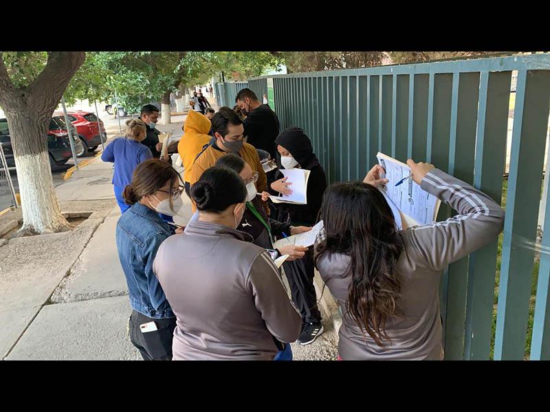 Médicos privados en la fila para recibir la vacuna