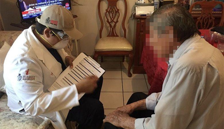 Médico del Municipio atiende a adulto mayor