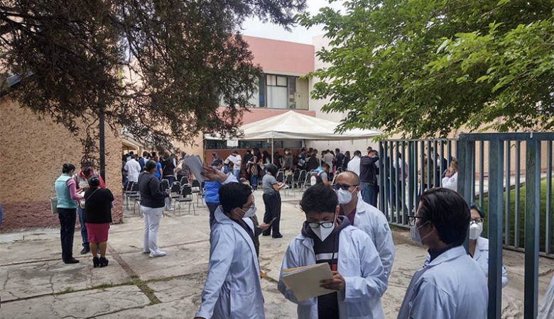 Médicos del IMSS esperando la vacuna contra el Covid-19
