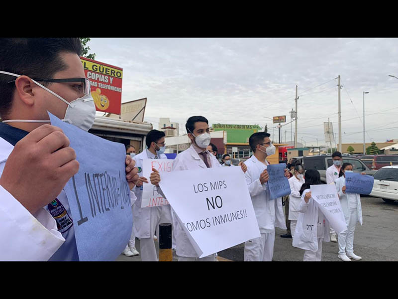 Protesta médicos por falta de vacuna Covid