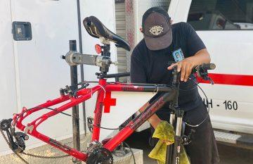 Reparación de bicicletas de la Cruz Roja