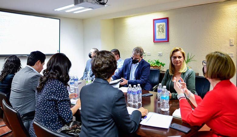 Maru Campos en reunión con la secretaria de la Función Pública