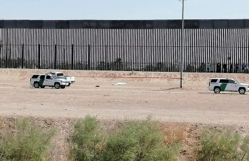 Migrante murió intentando cruzar el muro fronterizo