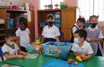 Niños recibieron cubrebocas del Fondo Unido