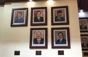 Corral develo su imagen en la sala de gobernadores